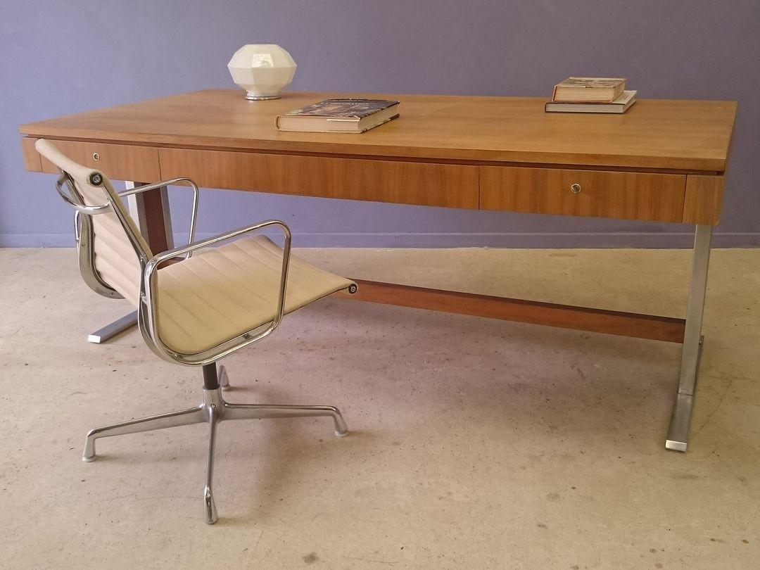 grand bureau design modele bureau design modele bureau design fauteuil de bureau effet cuir. Black Bedroom Furniture Sets. Home Design Ideas