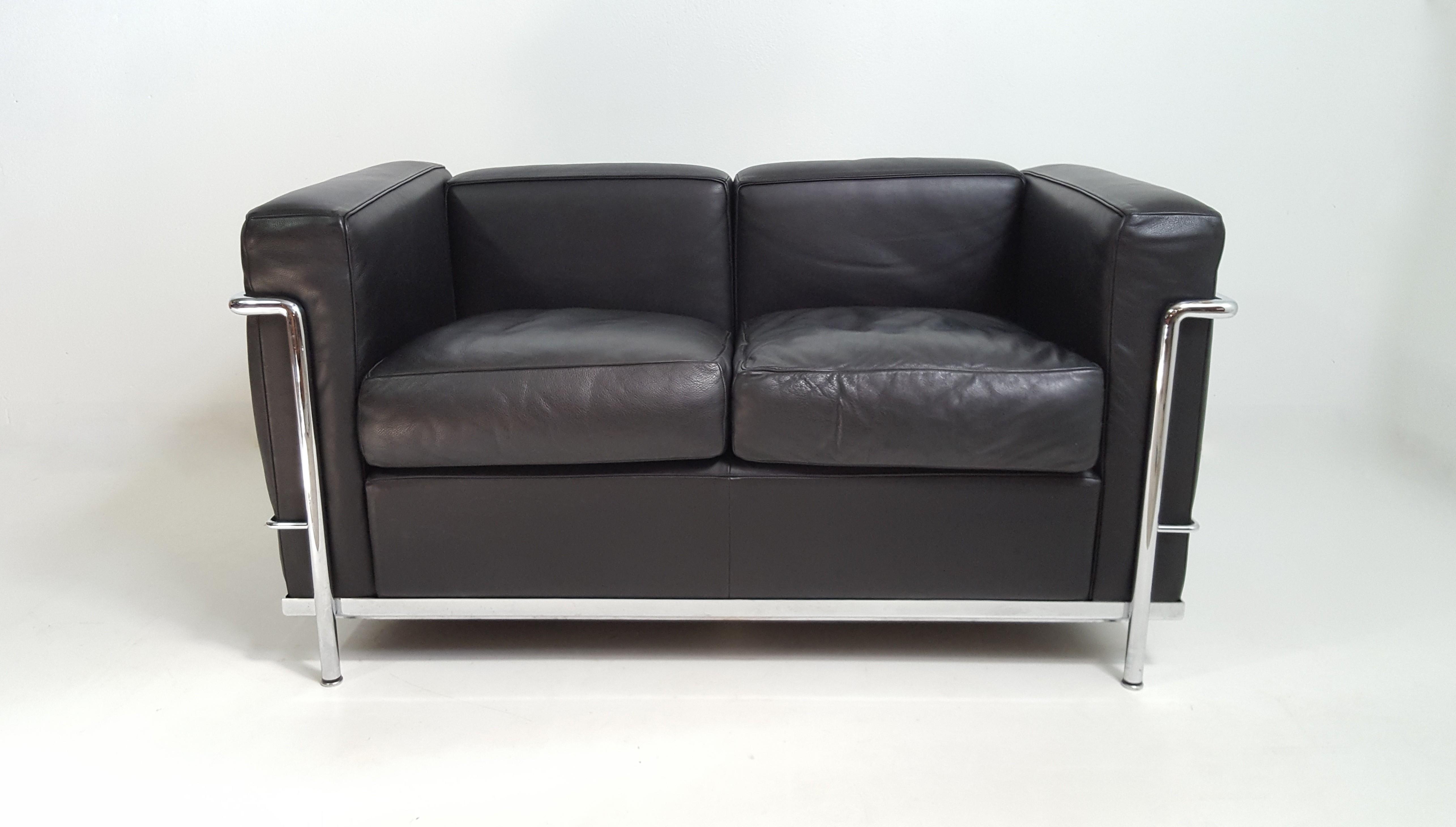 leather sofa lc2 le corbusier cassina edition design market. Black Bedroom Furniture Sets. Home Design Ideas