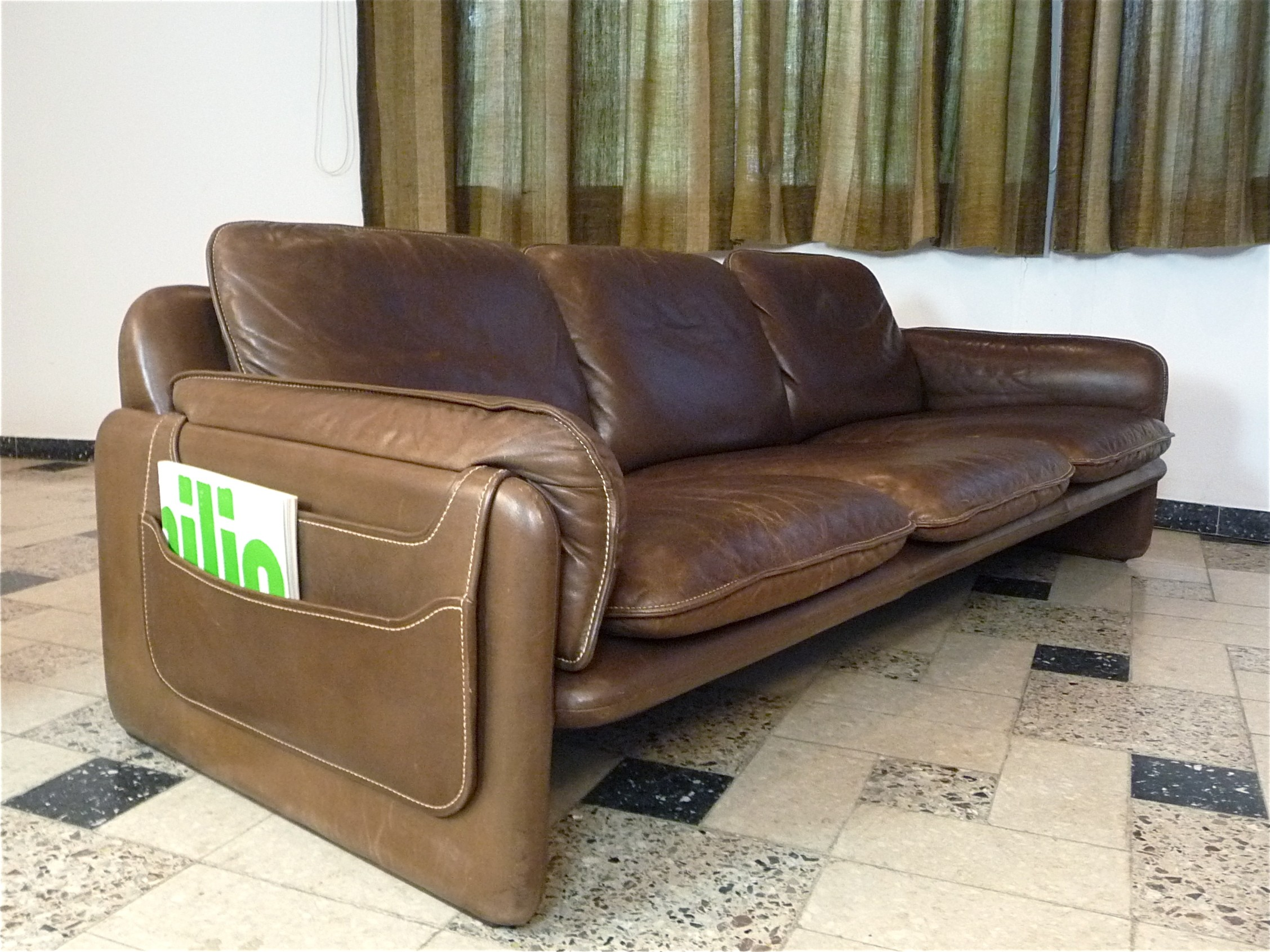 DS61 3 seater brown leather sofa produced by De Sede 1960s