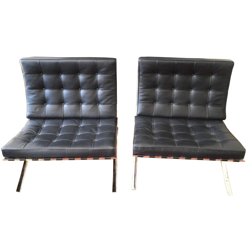 Pair of black Barcelona low chairs in leather and steel by Mies Van der Rohe produced by Knoll - 1970s