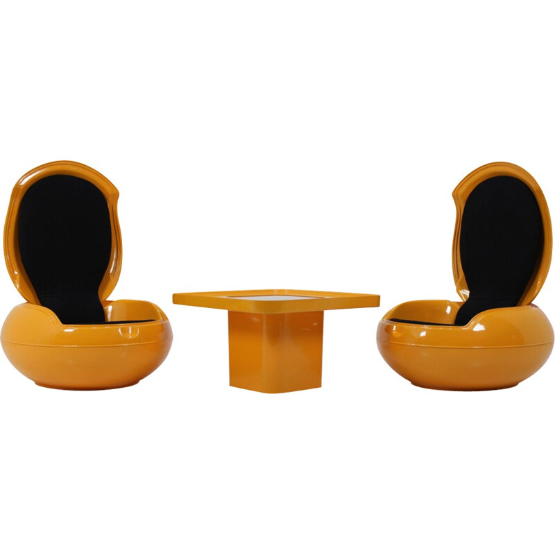 "Pair of ""Garden Egg"" chairs with table, Peter Ghyczy - 1968"