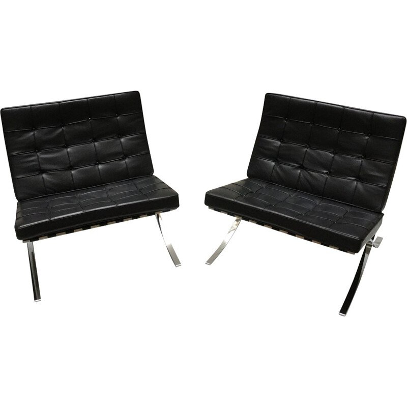 "Pair of ""Barcelona"" low chairs by Ludwig Mies van der Rohe pour Knoll - 2000s"