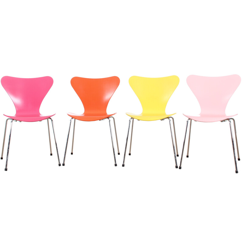 Set of 4 chairs serie 7, Arne Jacobsen - 2000s