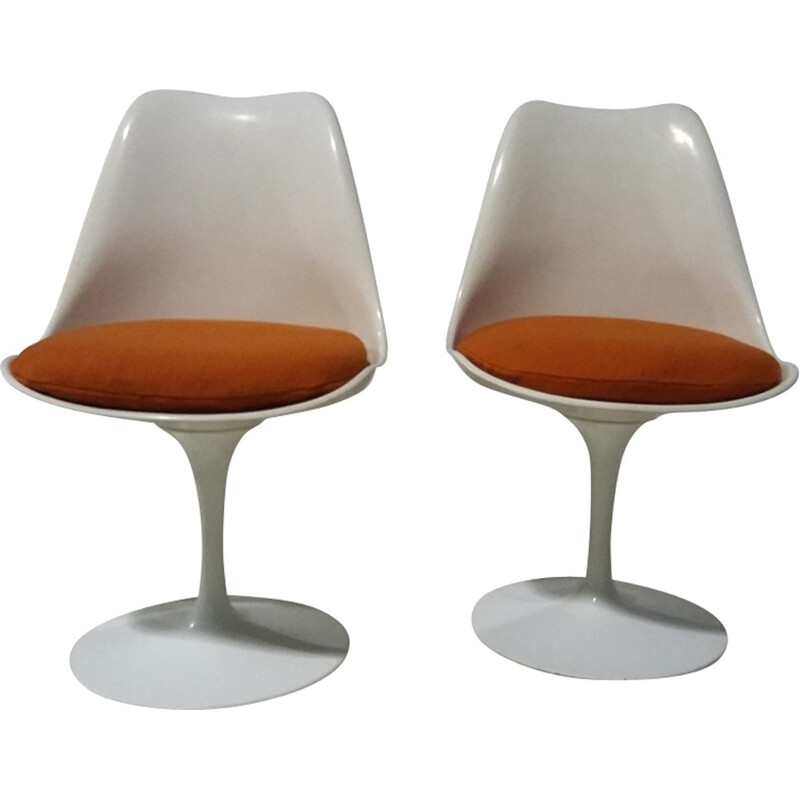 A pair of orange Tulip chairs by Eero Saarinen - 1968