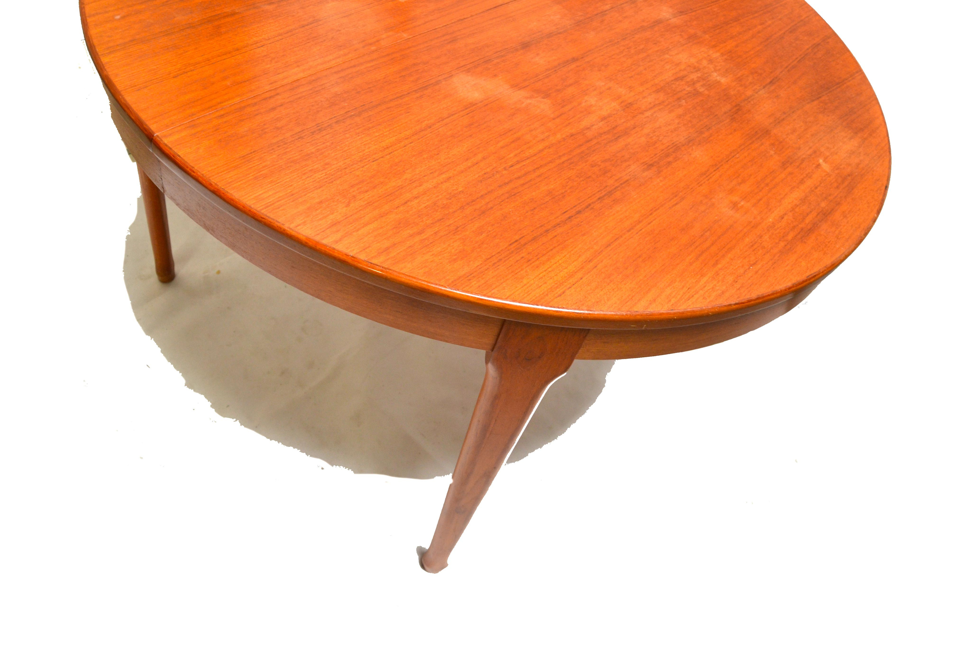 Vintage Extendable Round Dining Table Produced By Meubles T V  # Meuble Tv Oval