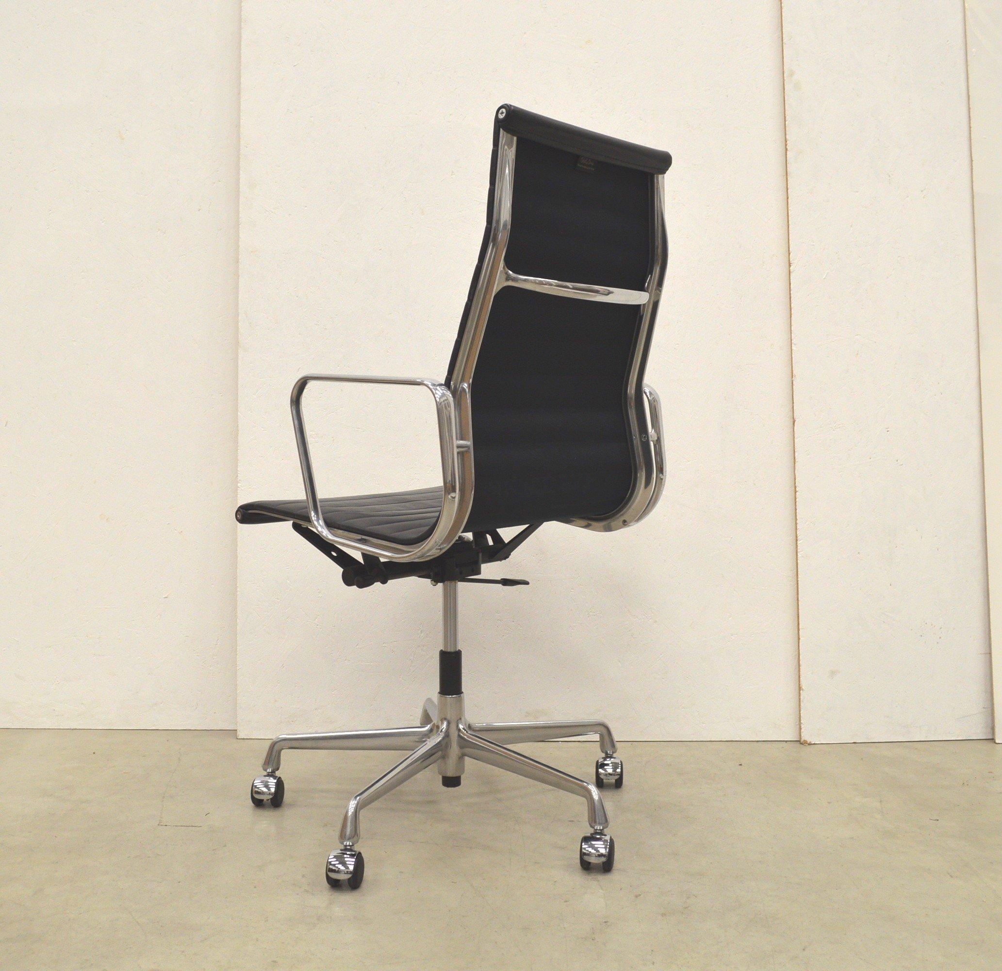 vitra ea119 alu office chair by charles ray eames. Black Bedroom Furniture Sets. Home Design Ideas