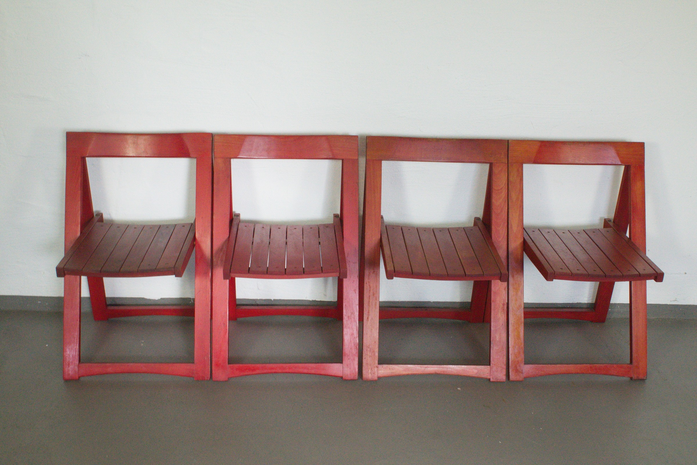Set of 4 Beech red folding chairs by Aldo Jacober for Bazzani