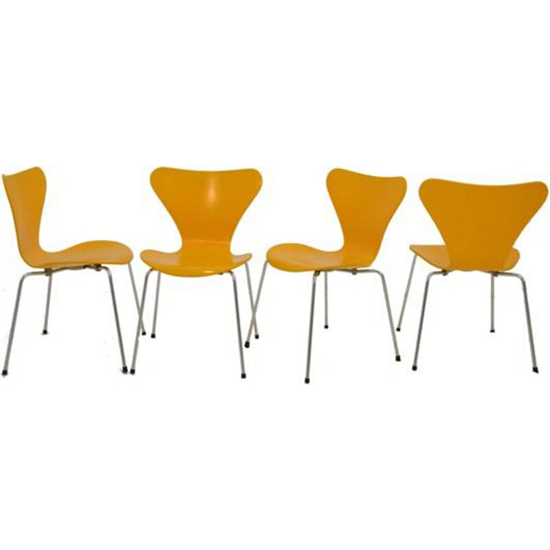 Set of 4 yellow chairs series 7 by Arne Jacobsen edited by Fritz Hansen - 1970s