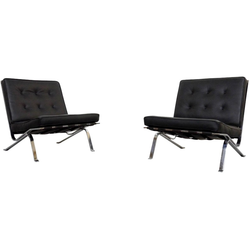 Pair Of RH 301 Flat Bar Lounge Chairs In Black Leather By Robert Haussmann  For