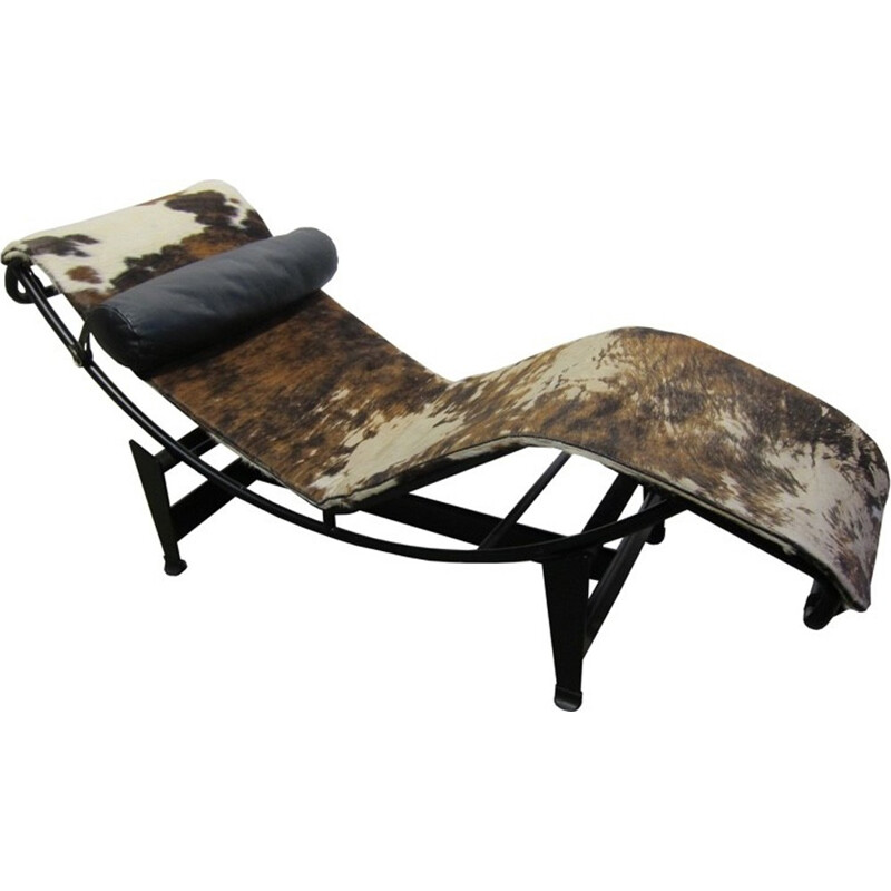 """Chaise longue"" LC4  in cowhide by Le Corbusier for Cassina - 1970s"