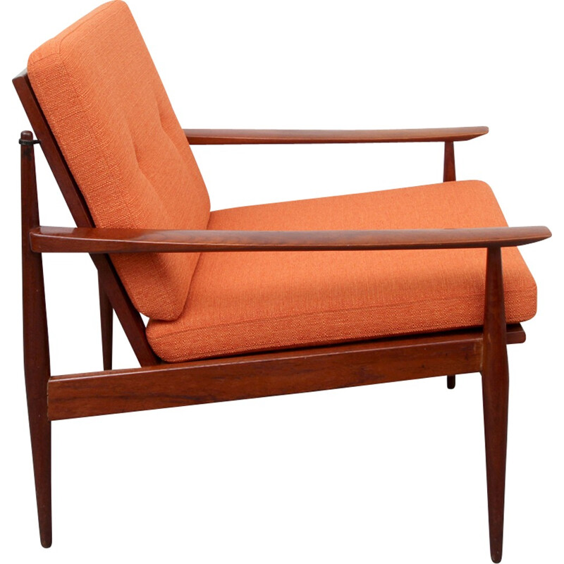 Vintage orange armchair in solid teak - 1960s