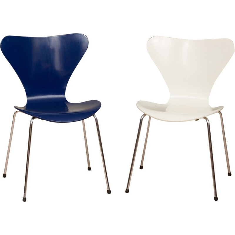 Vintage pair of 3107 chairs by Arne Jacobsen for Fritz Hansen - 1980s