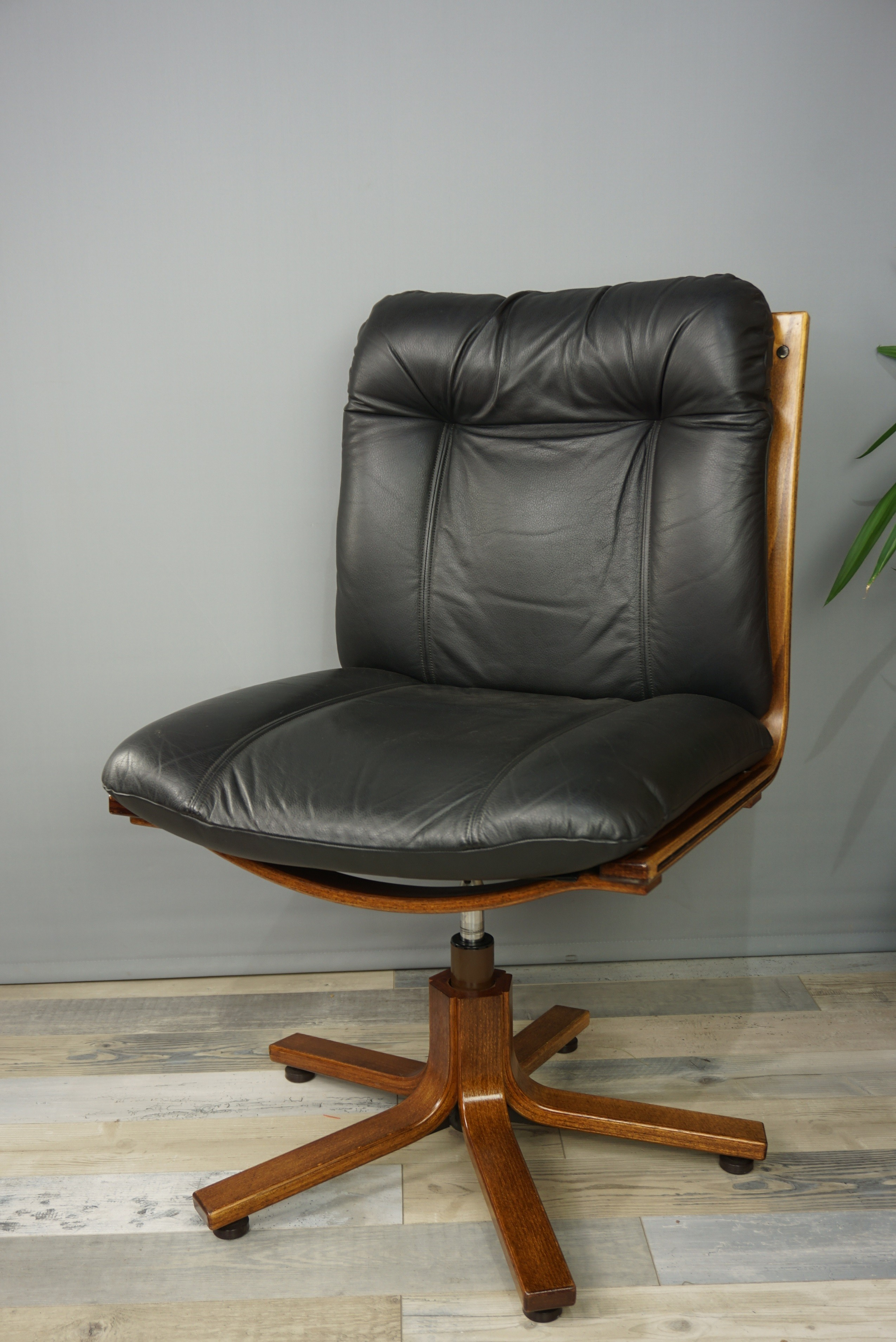 Vintage Swivel Office Chair In Wood And Leather
