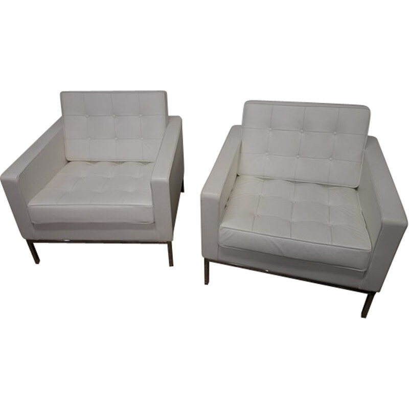 Pair of white Vintage armchairs by Florence Knoll - 1950s