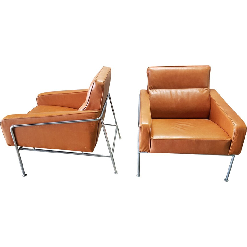 """Set of 2 vintage armchairs """"3303"""" in orange leather by Arne Jacobsen for Fritz Hansen - 1970s"""