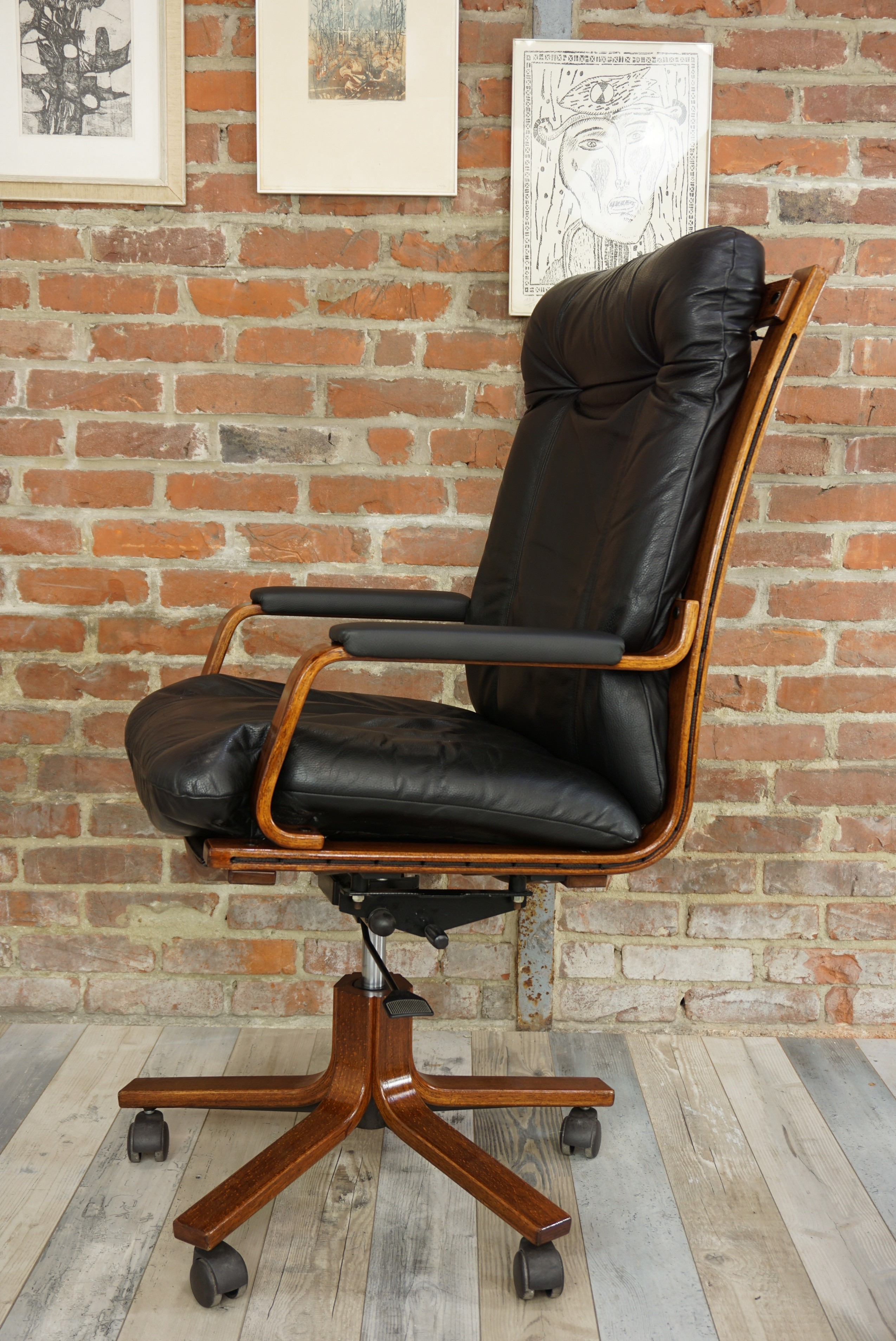 Vintage Swivelling Office Chair In Wood And Leather