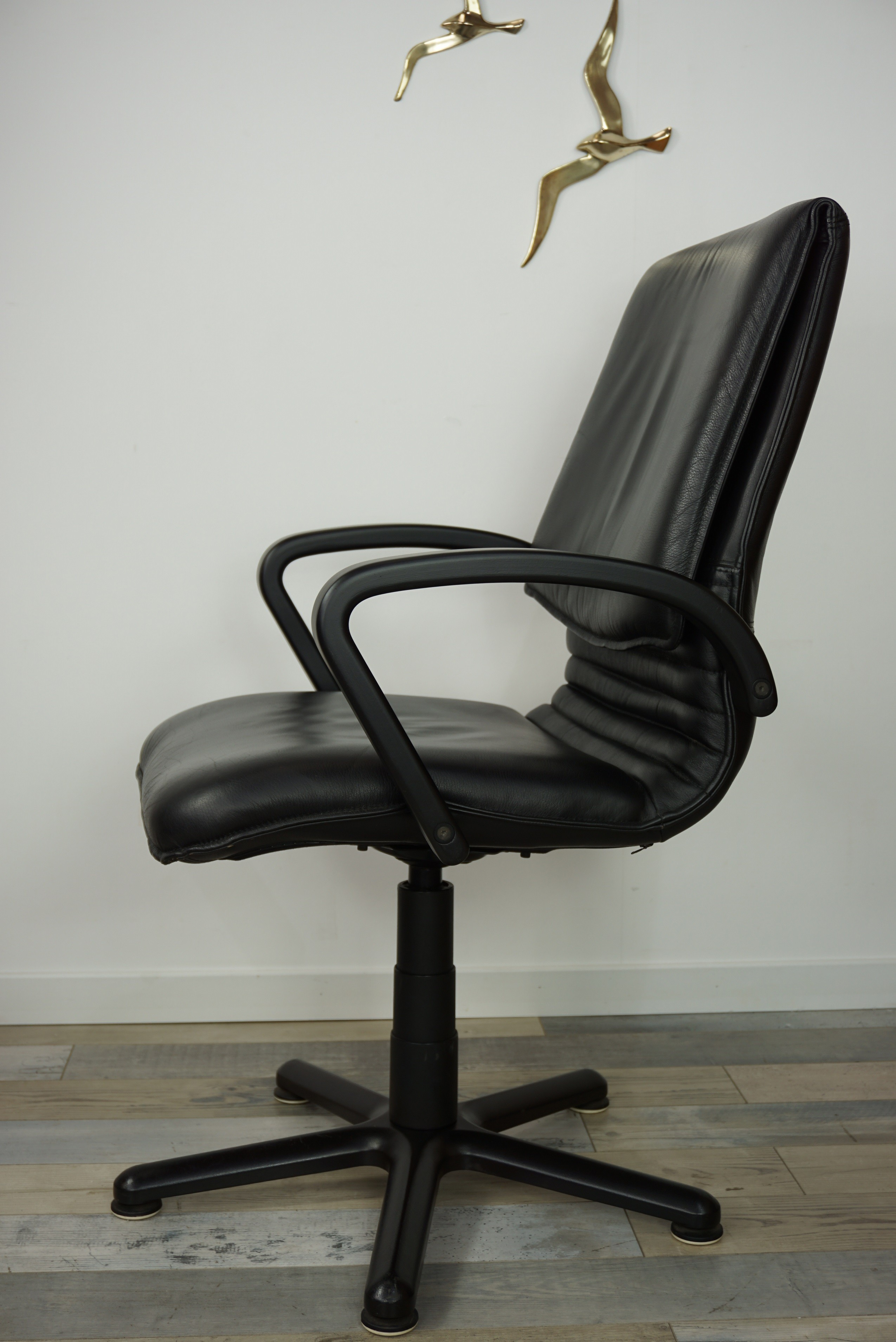 Swivel Vintage Office Chair In Wood And Leather