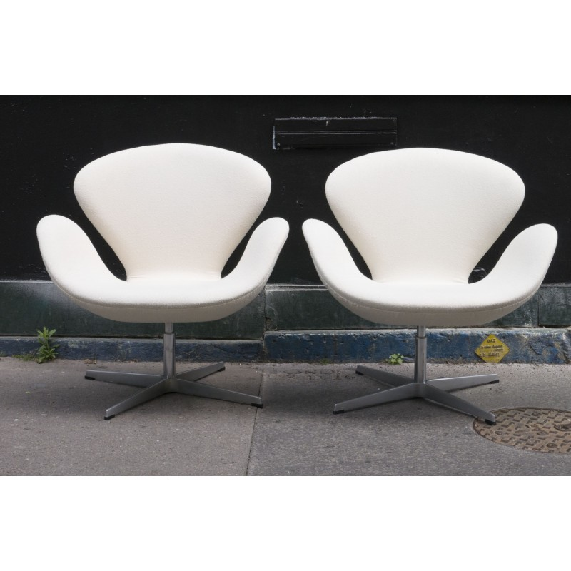 Miraculous Pair Of Swan Chair Armchairs By Arne Jacobsen For Fritz Hansen 1990S Gmtry Best Dining Table And Chair Ideas Images Gmtryco