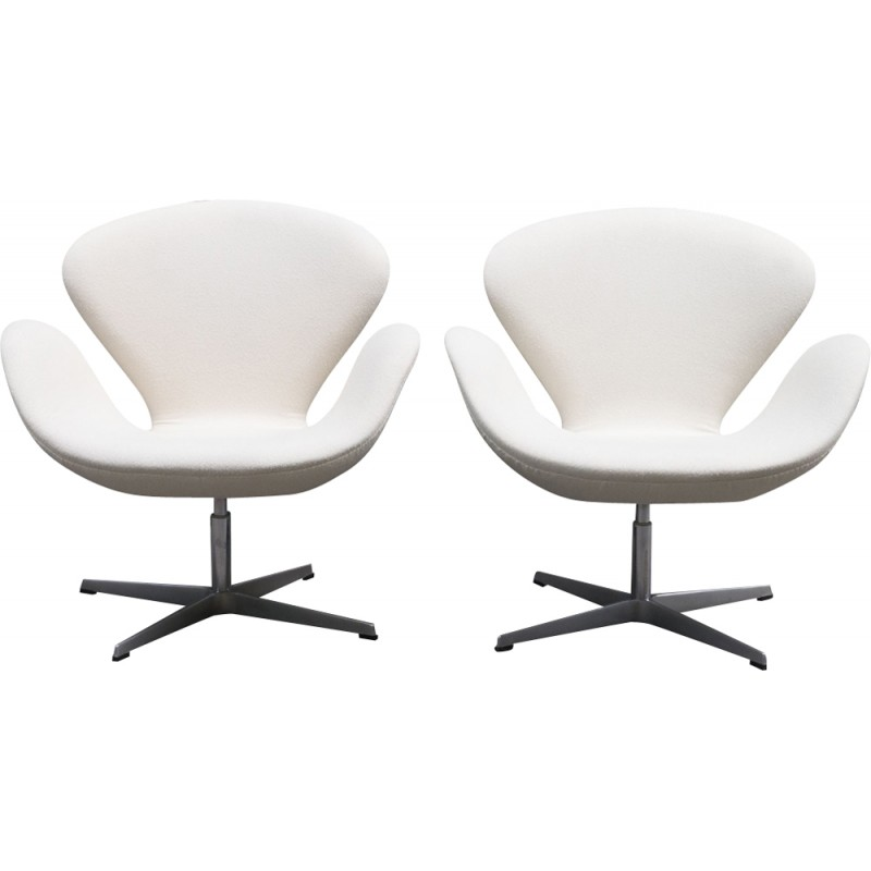 Tremendous Pair Of Swan Chair Armchairs By Arne Jacobsen For Fritz Hansen 1990S Gmtry Best Dining Table And Chair Ideas Images Gmtryco
