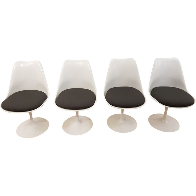 Vintage set of 4 white Tulip chairs by Eero Saarinen for Knoll - 1960