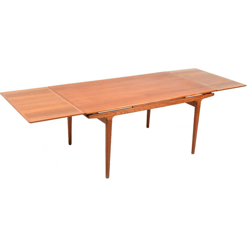 Vintage extendable dining table in teak by Johannes Andersen for Uldum