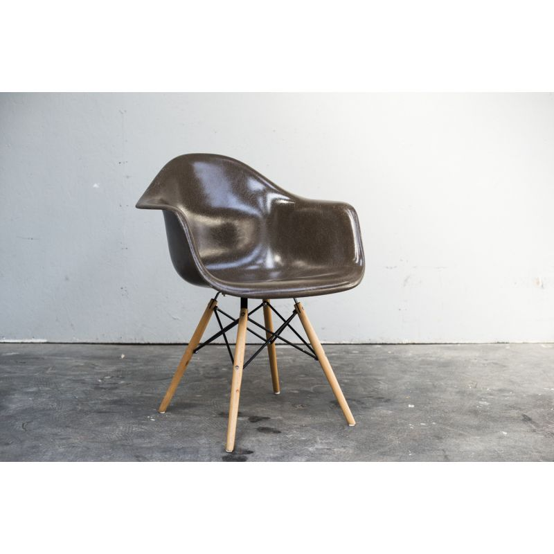 vintage daw chair by eames for herman miller design market