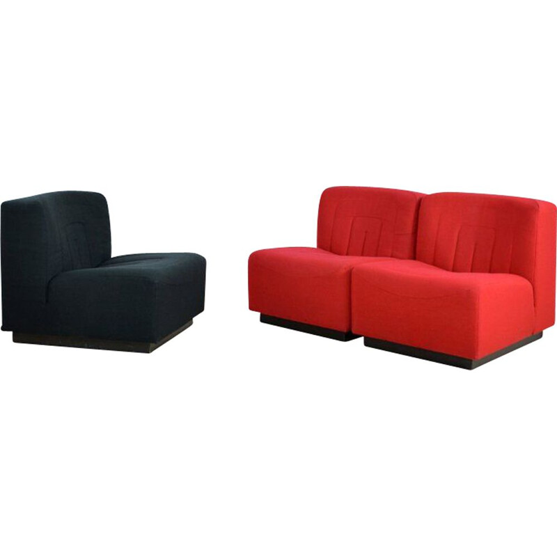 "Set of 3 red & black armchairs ""Novemila"" by Tito Agnoli for Mobilier International"
