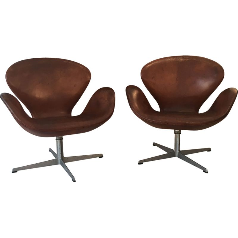 Set Of 2 Vintage Swan Armchairs In Brown Leather By Fritz Hansen