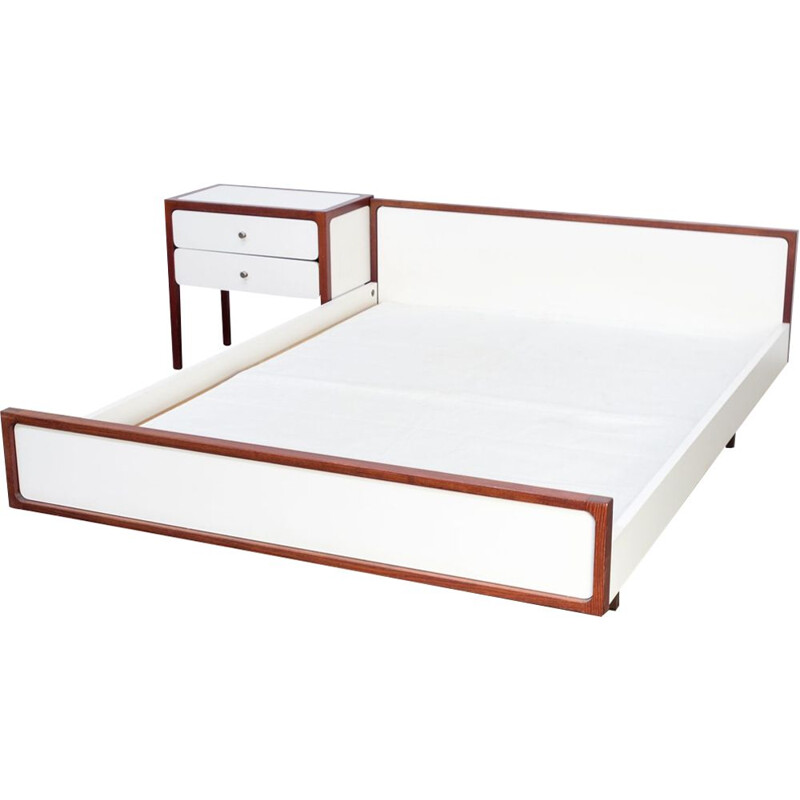 Vintage white sleeping furniture bed 1960-1970