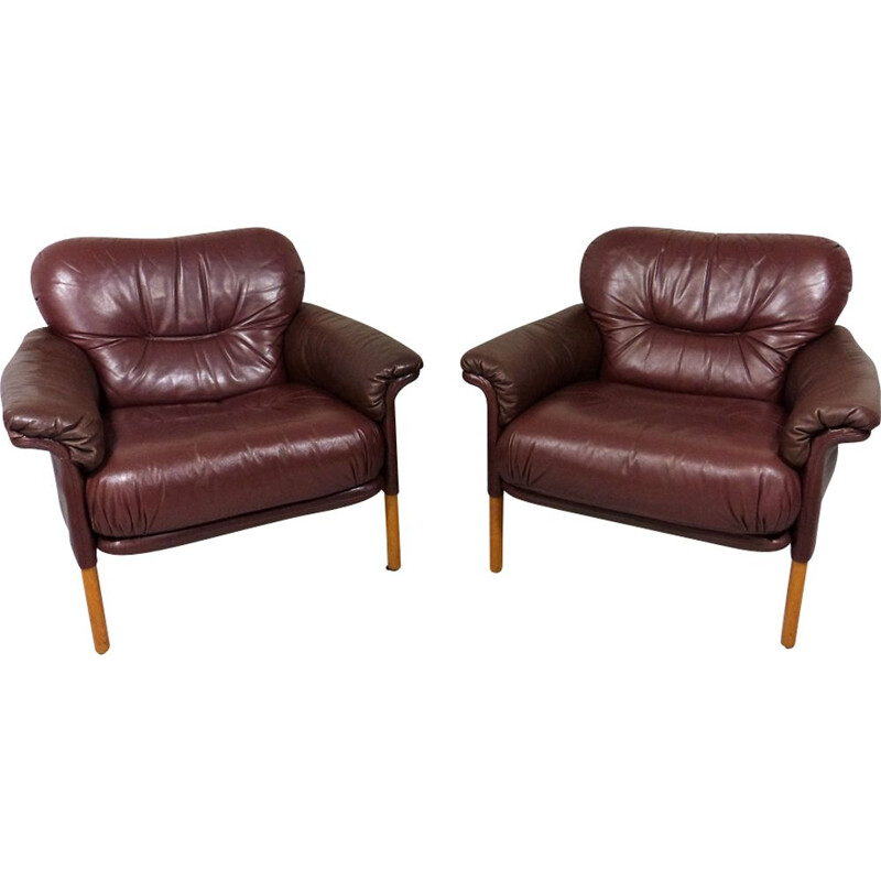 Set of 2 lounge chairs in leather by Hans Olsen