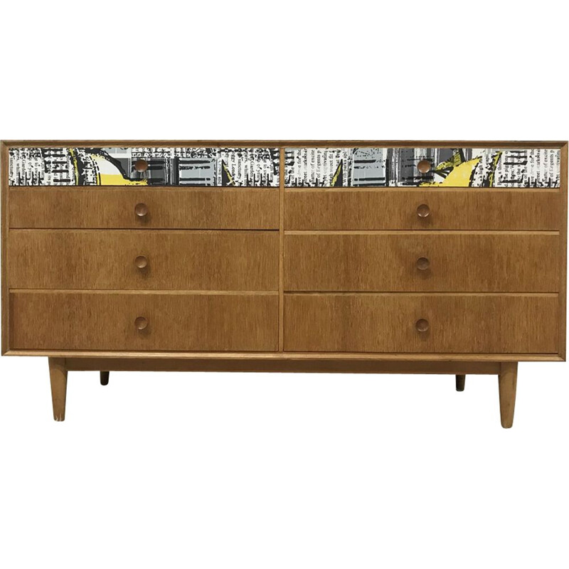 Vintage chest of drawers in oak by Meredew