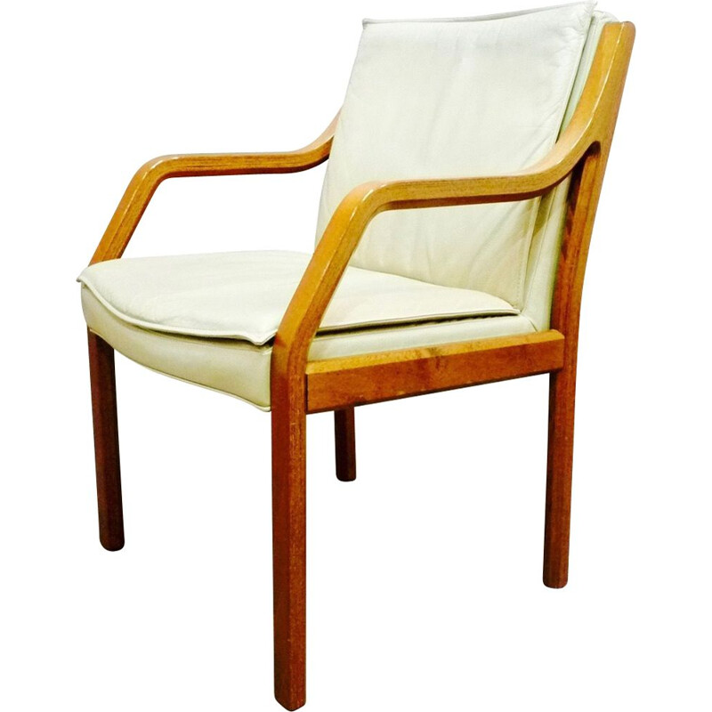 Vintage armchair in leather and rosewood by Knoll Antimott