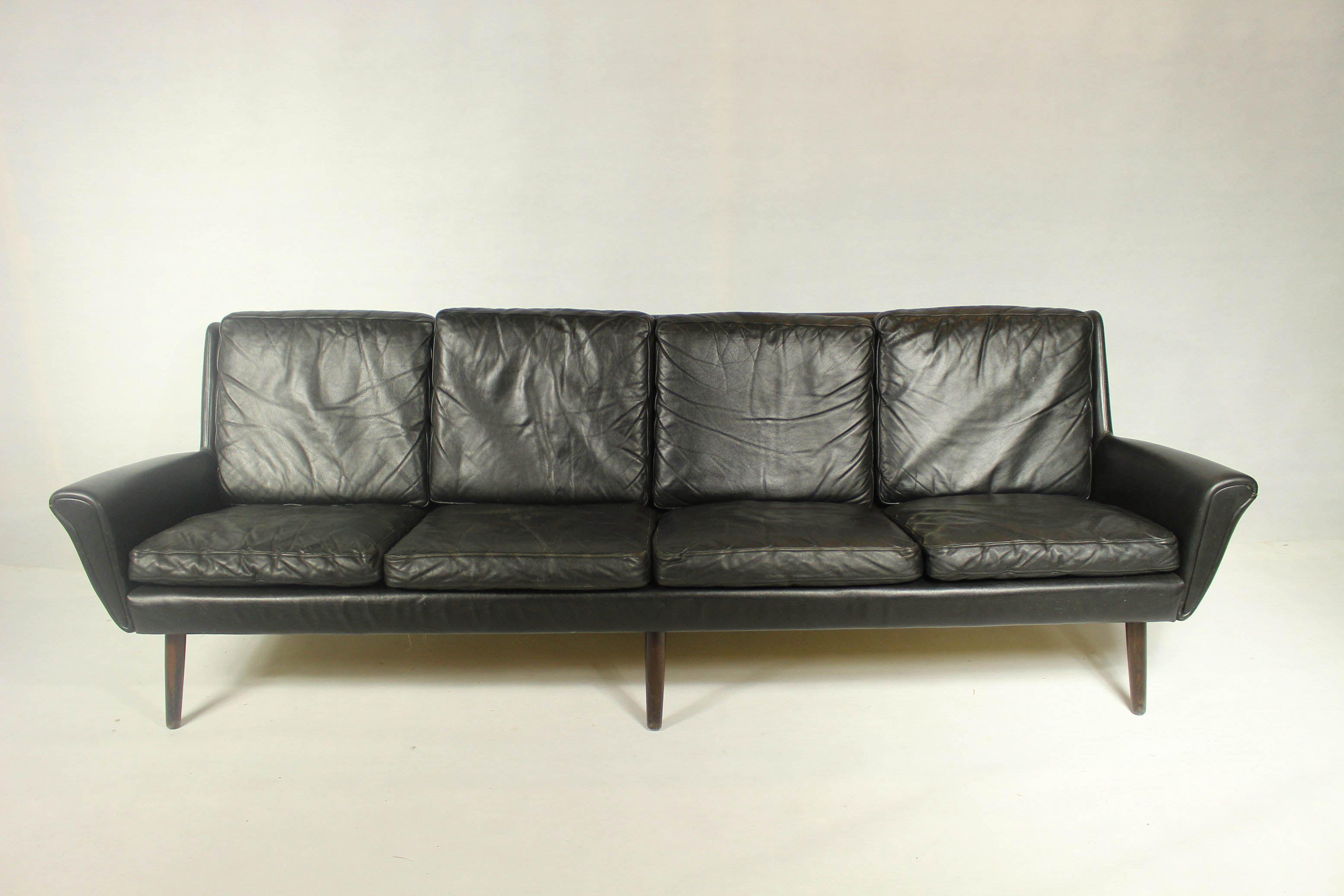 Vintage 4-seater sofa in black leather - Design Market