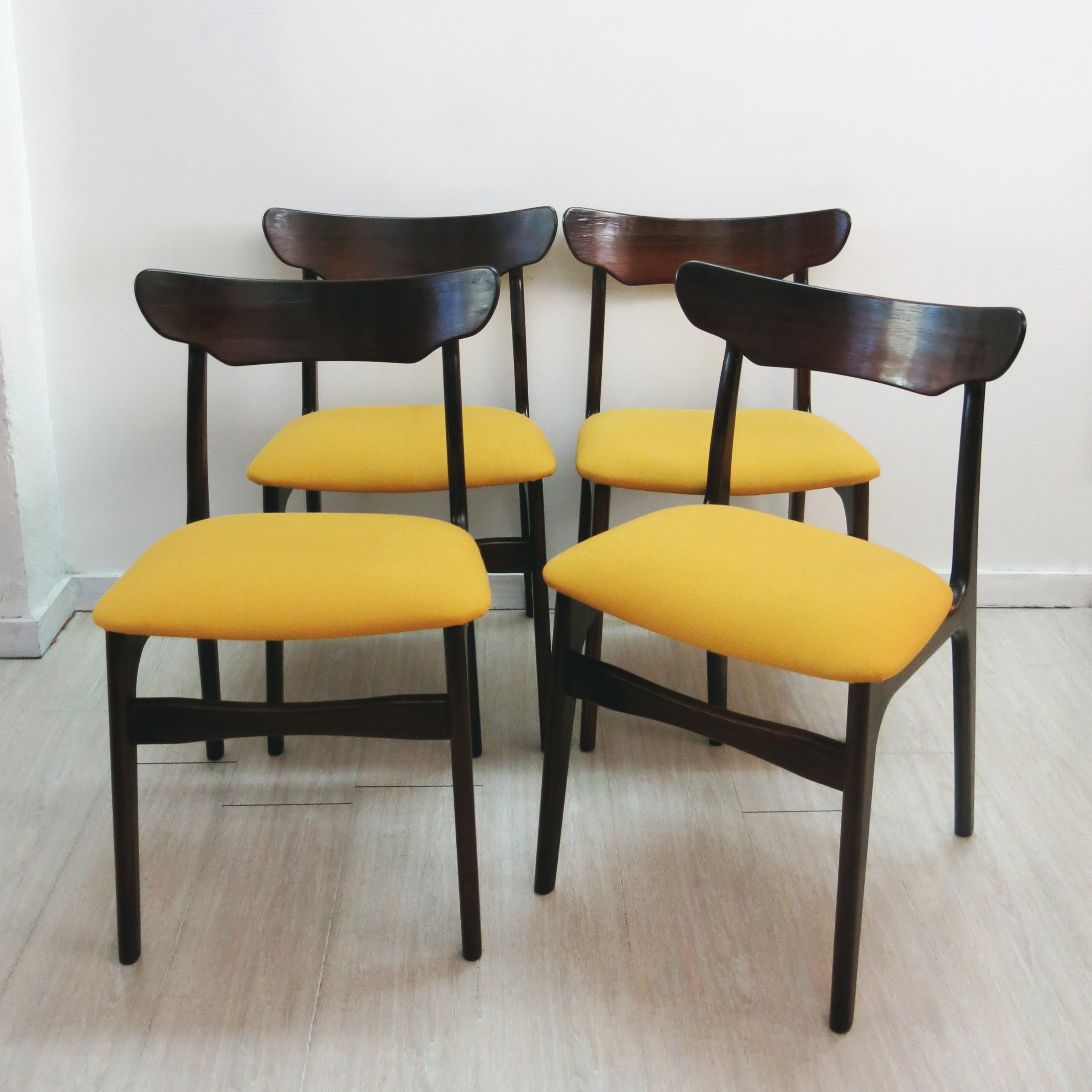 Set of 4 dining chairs in rosewood and fabric SCHIONNING