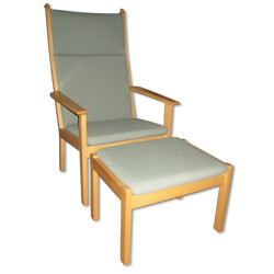 Easy chair in beech and wool with its ottoman, Hans J. WEGNER - 1984