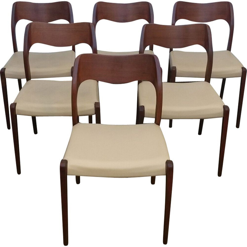 Set of 6 beige chairs in teak by Niels Moller