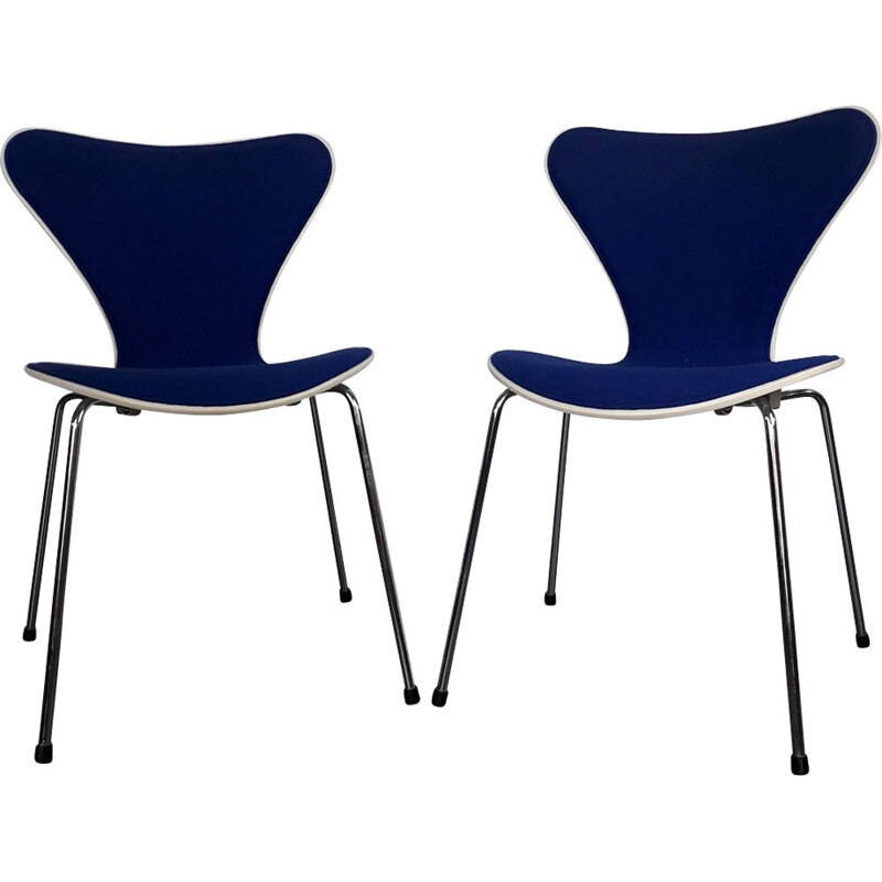"Set of 2 vintage chairs ""3107"" by Arne Jacobsen for Fritz Hansen"
