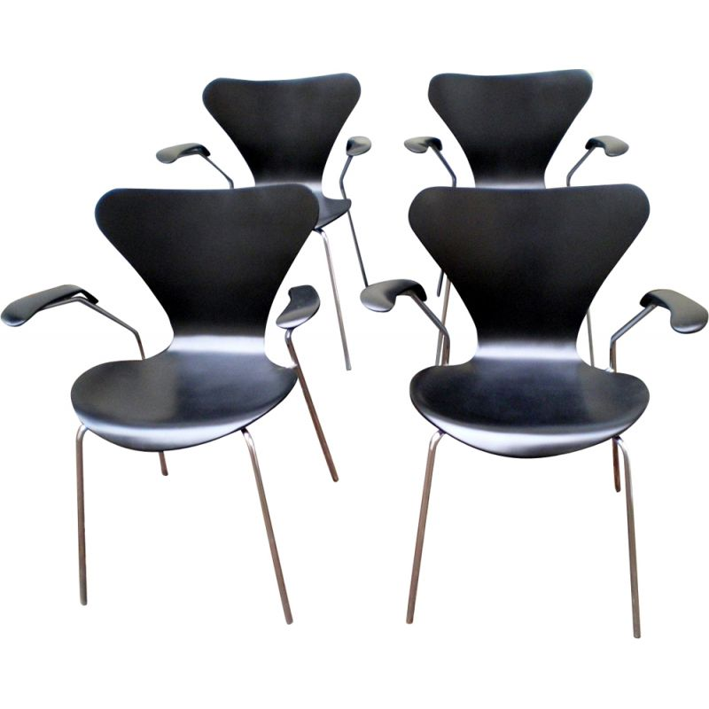 Set of 4 vintage chairs with arms by Arne Jacobsen for Fritz Hansen