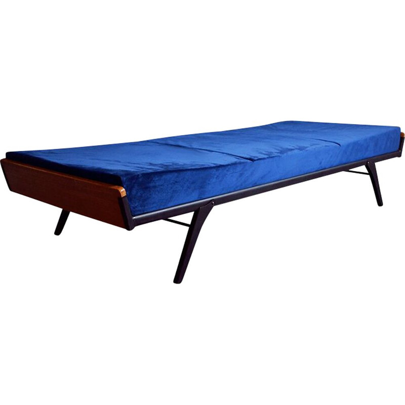 Vintage daybed in metal and blue velvet