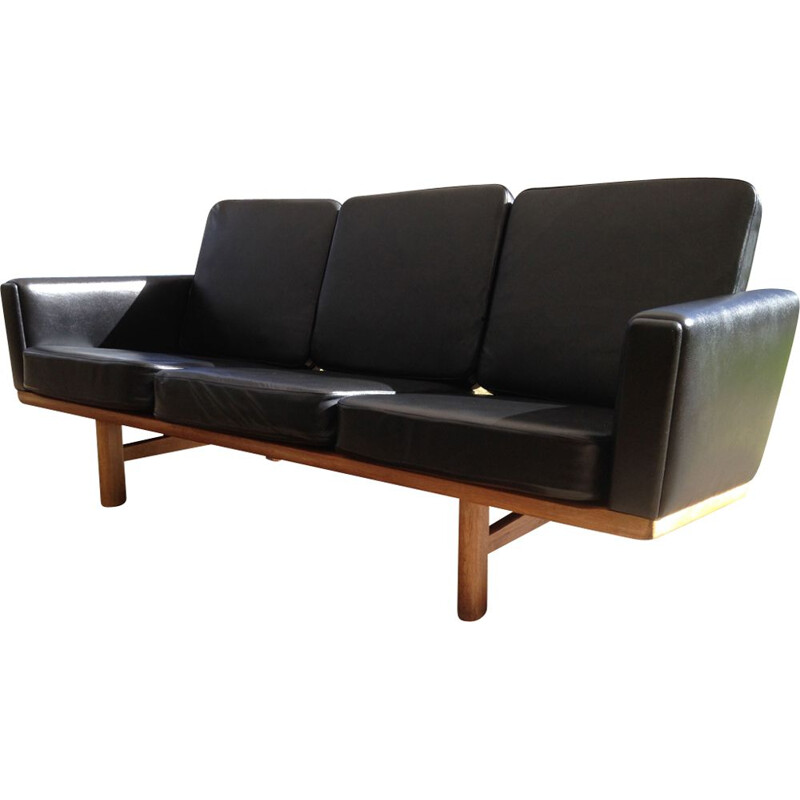 Vintage 2363 Getama sofa by Wegner in black leather