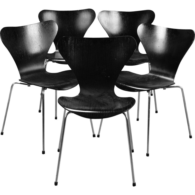 Set of 5 vintage chairs for Fritz Hansen in wood and black metal