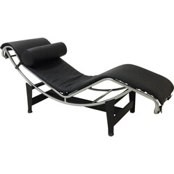 LC4 long chair in black leather and metal, LE CORBUSIER, PERRIAND and JEANNERET - 2000s