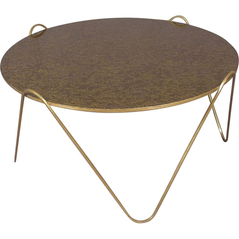 Round coffee table in brass