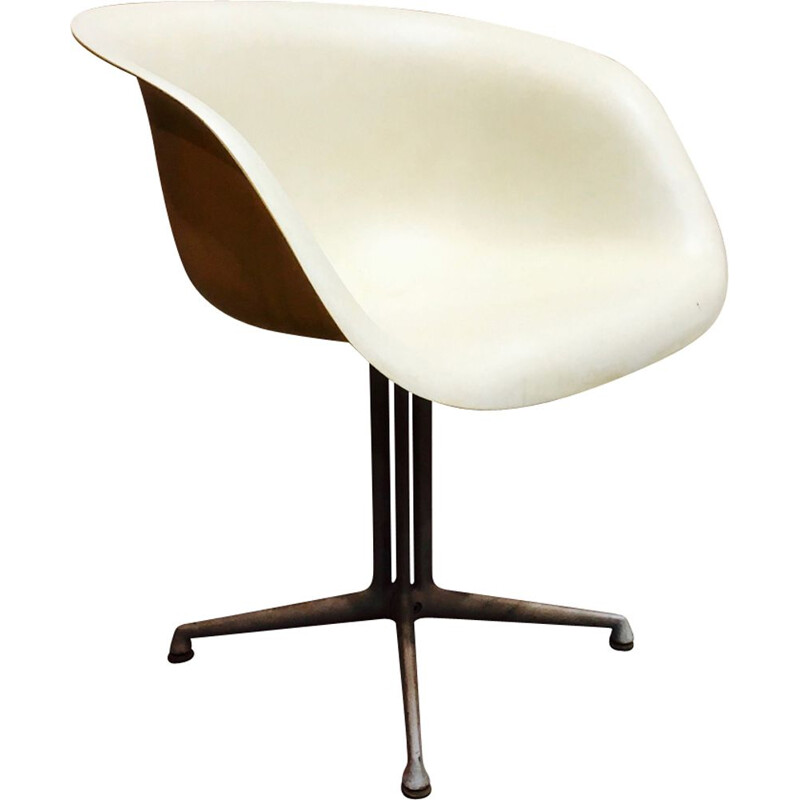 Vintage white chair by Eames for Herman Miller