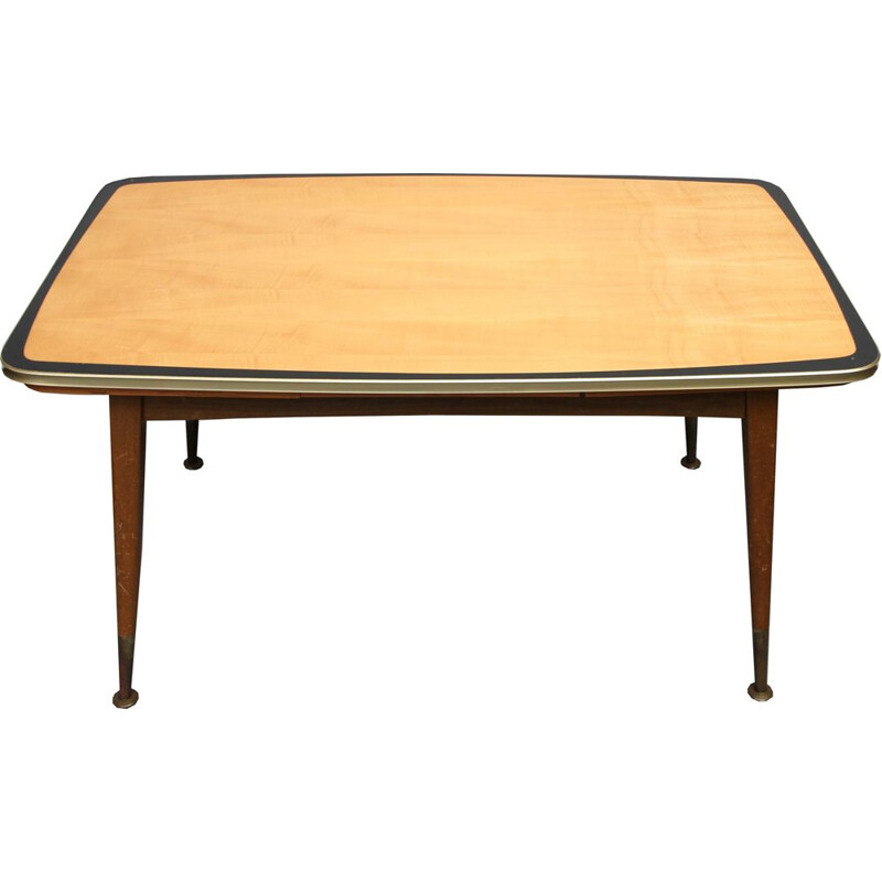 Extendable coffee table in maple