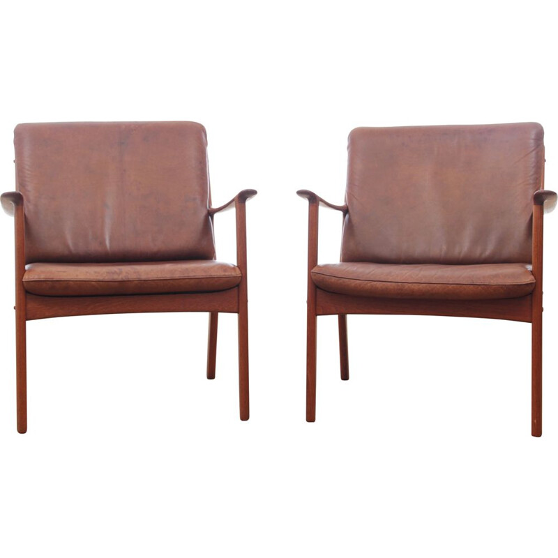 Pair of PJ112 armchairs by Ole Wanscher