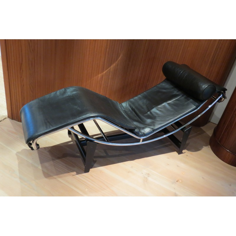 leather and chrome lounge chair le corbusier pierre jeanneret charlotte perriand 1970s design market charlotte lounge chair 01