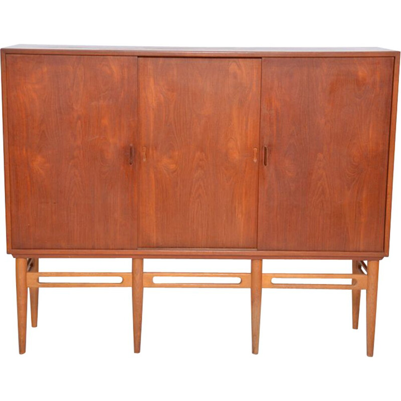 Vintage teak model 90 cabinet for Soren Willadsen 1950