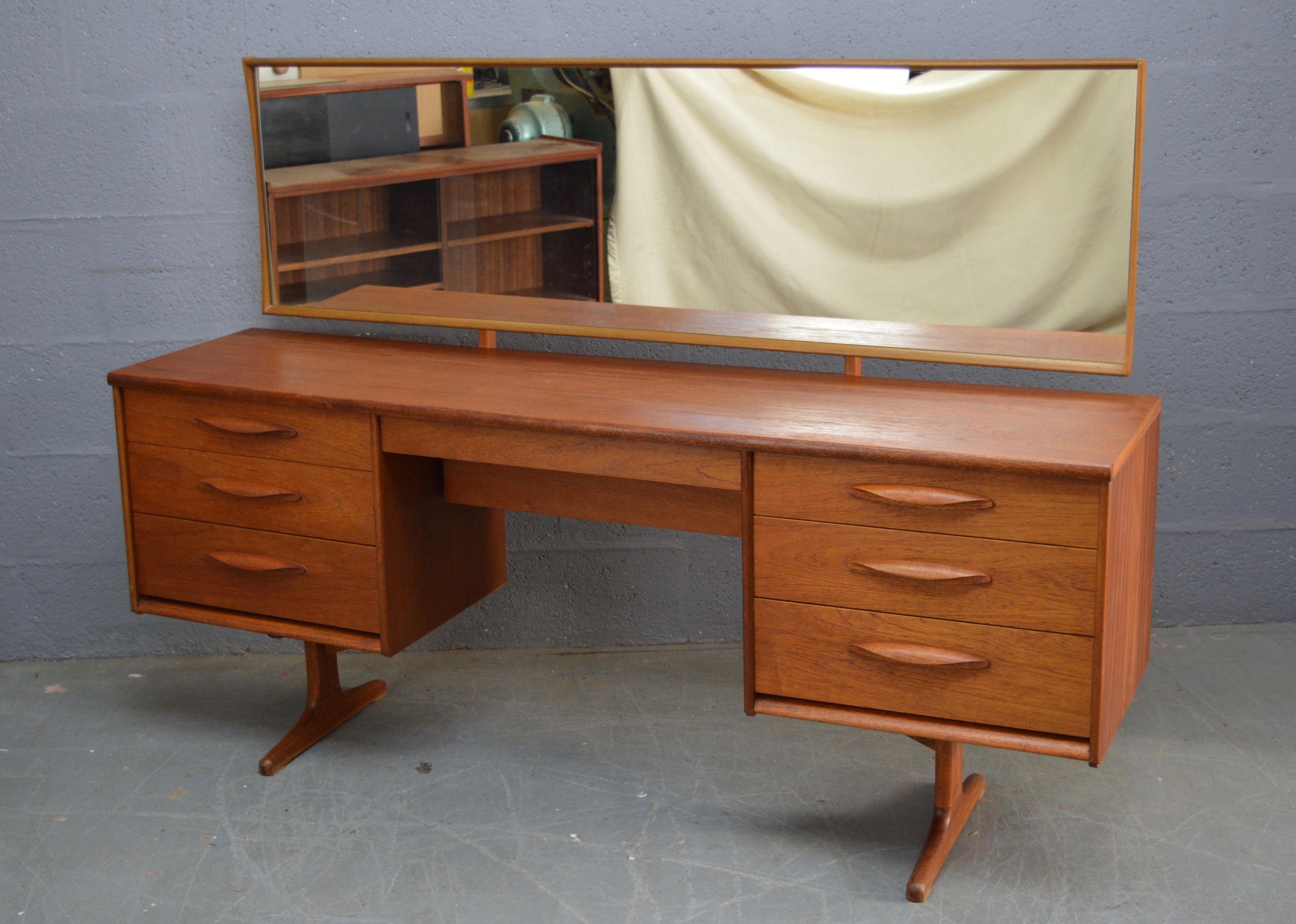 Vintage teak dressing table by Austinsuite - Design Market