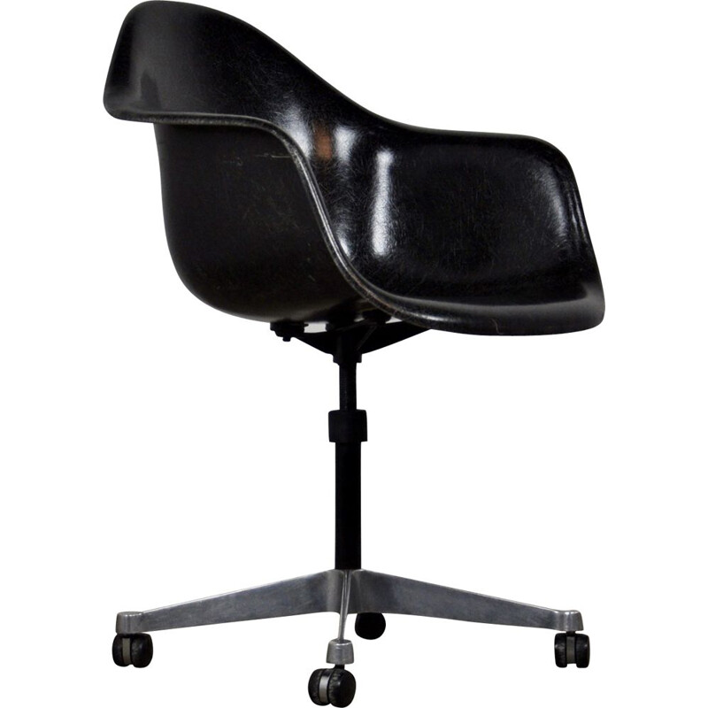 Vintage black armchair for Herman Miller in fiberglass and metal